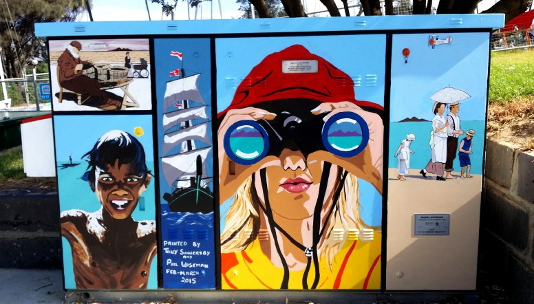 Mural on South East Water pumping station on Frankston foreshore by Tony Sowersby
